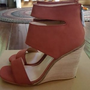 kelsi dagger wedges.  New in box. size 8.5